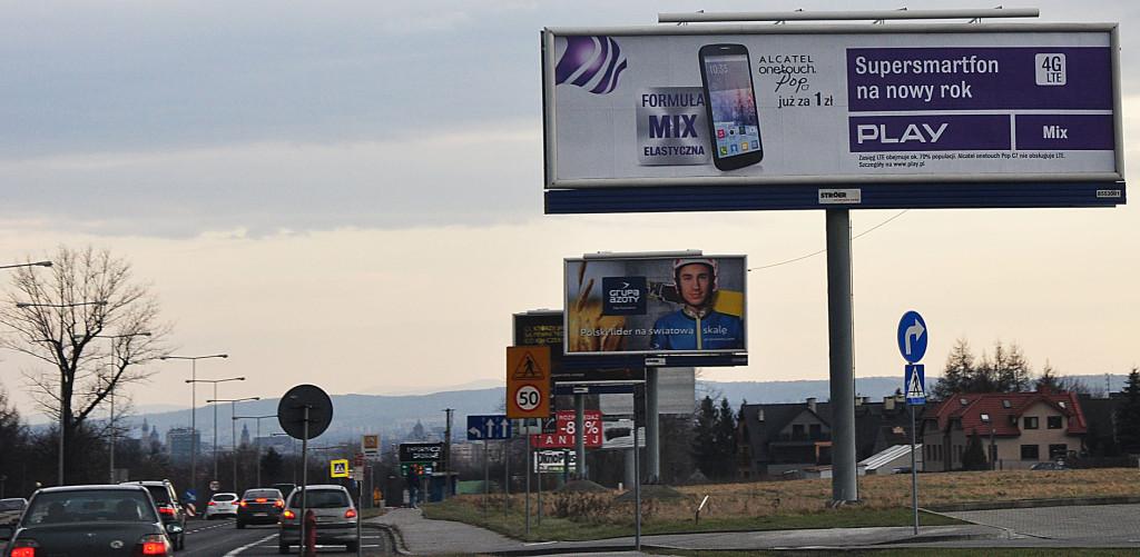 Chaos reklamowy - wjazd do Krakowa